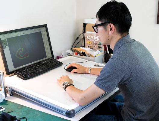 各種足のサイズに合わせた紙型は<br /> CADを使用して作成。